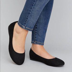 Size 9W Womens Black Faux Suede Flats